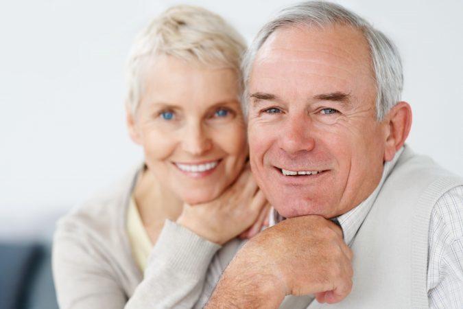 Choosing Dental Implants or Dentures