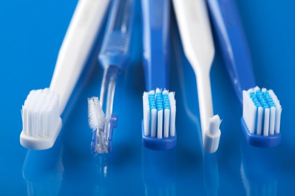 traditional vs electric toothbrushes